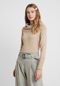 Soyaconcept - DOLLIE - Stickad tröja - camel melange - 0