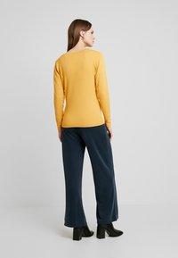 Soyaconcept - DOLLIE - Cardigan - honey yellow - 2