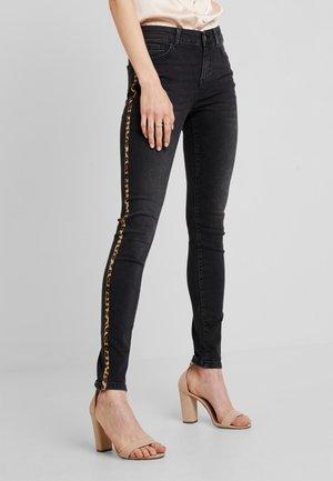 AMBER PATRIZIA - Jeans Skinny Fit - black denim