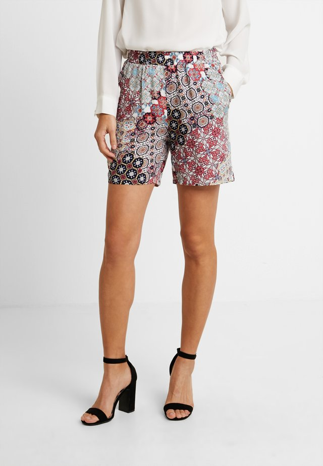 VIENNA - Shorts - coral/red