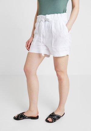 VINNIE - Shorts - white
