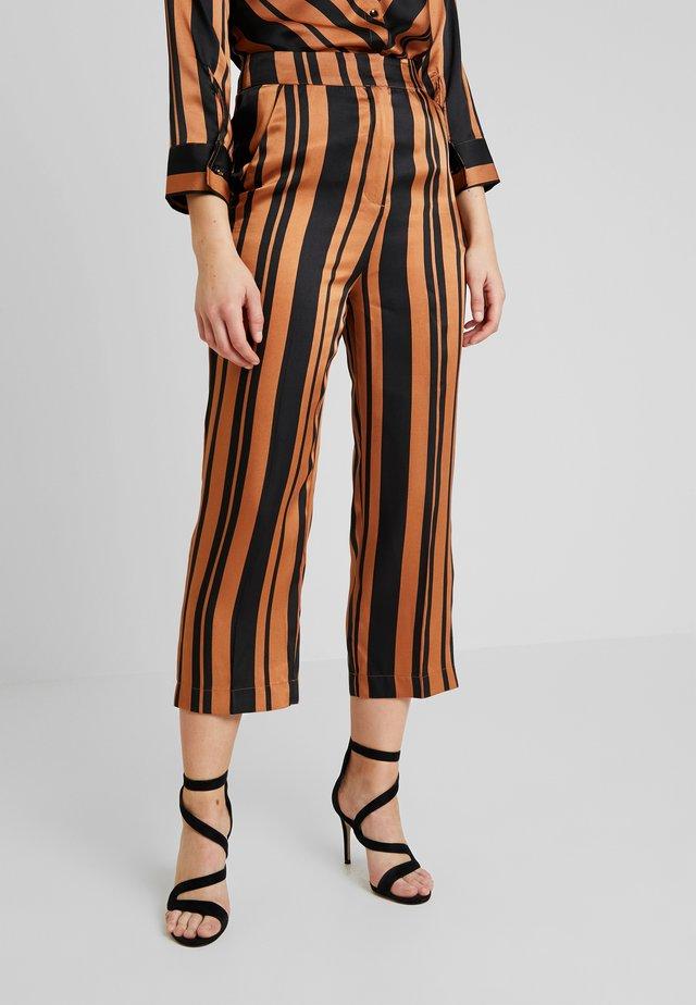 MOLLIE PANTS - Pantalones - pecan brown
