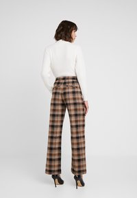 Soaked in Luxury - INDIE CHECK PANTS - Pantalones - eucalyptus check pattern - 2