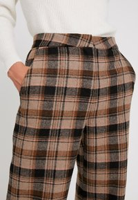 Soaked in Luxury - INDIE CHECK PANTS - Pantalones - eucalyptus check pattern - 6