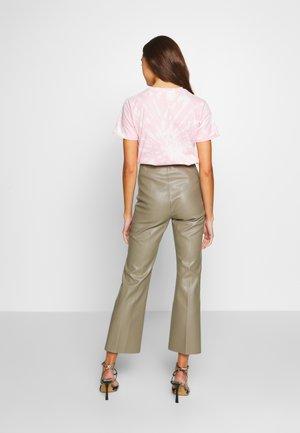 KICKFLARE - Kalhoty - brindle