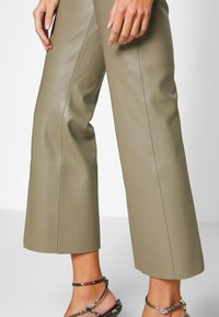 Soaked in Luxury - KICKFLARE - Broek - brindle - 3
