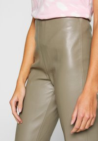 Soaked in Luxury - KICKFLARE - Broek - brindle - 5