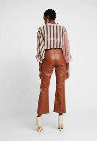 Soaked in Luxury - KICKFLARE - Pantalones - mocha bisque - 3