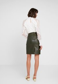 Soaked in Luxury - FOLLY SKIRT - Pencil skirt - forest night - 2