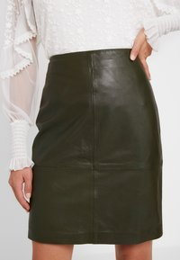 Soaked in Luxury - FOLLY SKIRT - Pencil skirt - forest night - 5