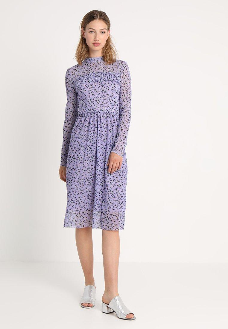 Soaked in Luxury - ALLEN DRESS - Freizeitkleid - lavender