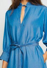 Soaked in Luxury - SLDARIANA TUNIC DRESS - Hverdagskjoler - medium blue - 4