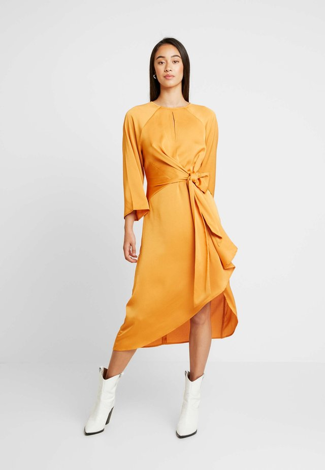 LUISE DRESS - Korte jurk - buckskin