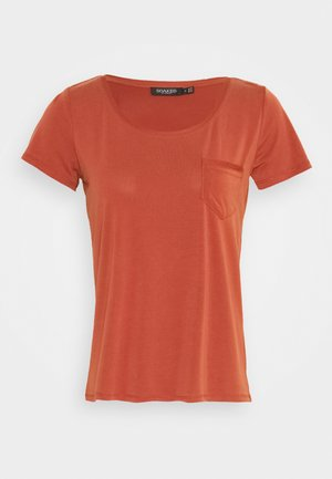 T-shirts - barn red