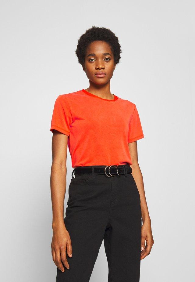 CREW NECK - T-shirt basic - tangerine tango