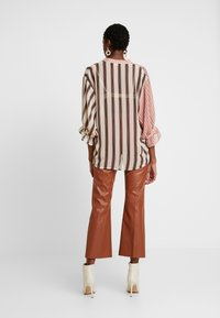 Soaked in Luxury - MILY BLOUSE - Bluse - burnt ochre pattern - 2