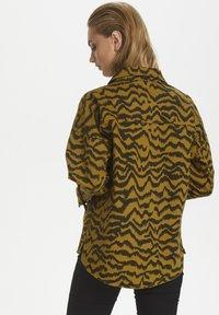 Soaked in Luxury - SLAPIYO SHIRT JACKET LS - Summer jacket - mustard wood - 4