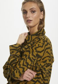 Soaked in Luxury - SLAPIYO SHIRT JACKET LS - Summer jacket - mustard wood - 3