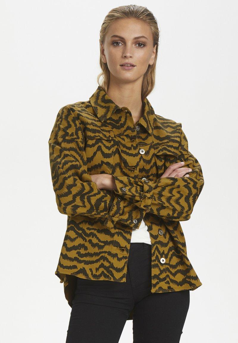 Soaked in Luxury - SLAPIYO SHIRT JACKET LS - Summer jacket - mustard wood
