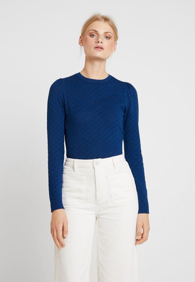 MENIKA JUMPER - Stickad tröja - estate blue