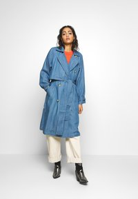 Soaked in Luxury - Trench - light blue denim - 0