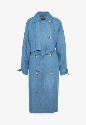 Trenchcoat - light blue denim