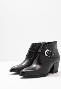 s.Oliver BLACK LABEL - Boots à talons - black - 4