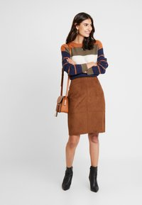 s.Oliver BLACK LABEL - KURZ - Pencil skirt - winter hazelnut - 1