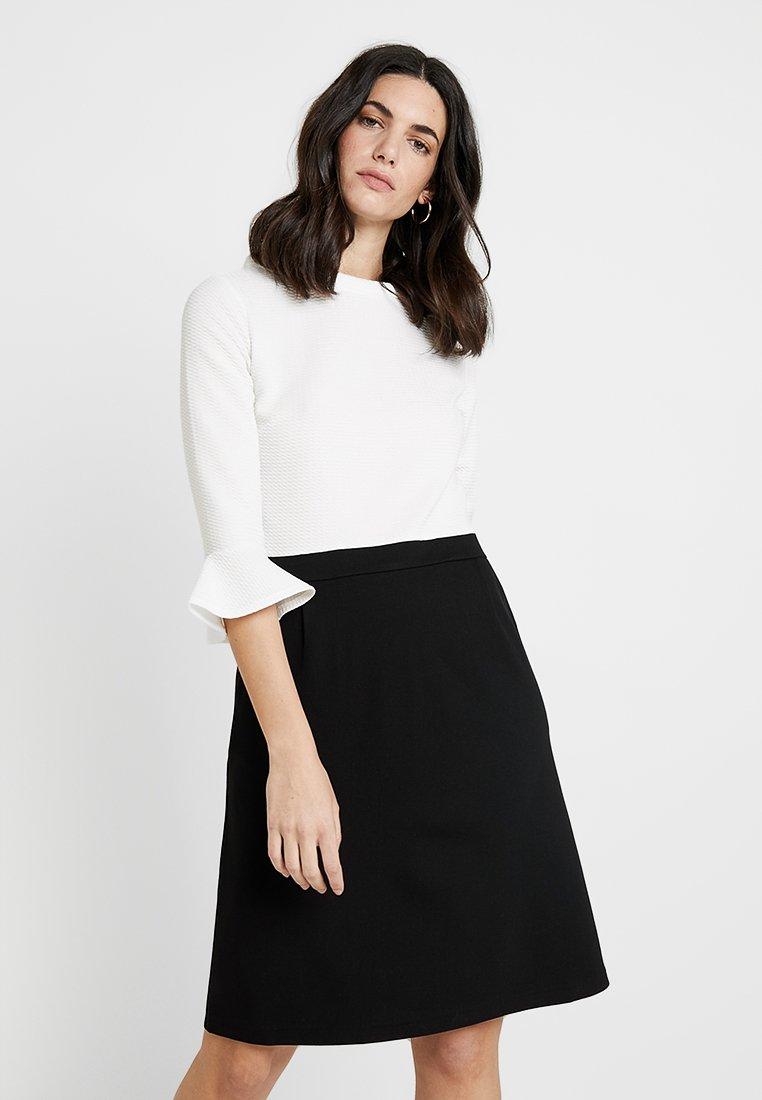 s.Oliver BLACK LABEL - KURZ - Sukienka z dżerseju - soft white