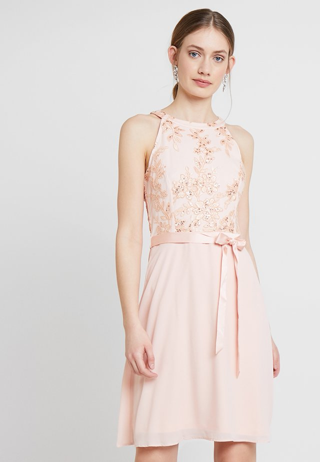 Koktejlové šaty/ šaty na párty - hello peach