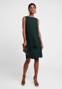 s.Oliver BLACK LABEL - Cocktailklänning - fir green - 2