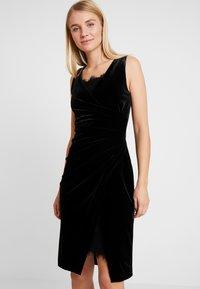 s.Oliver BLACK LABEL - Fodralklänning - black velv - 0