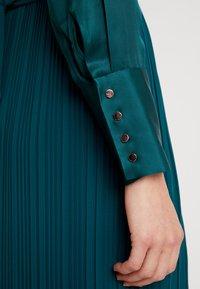 s.Oliver BLACK LABEL - KURZ - Vestido camisero - teal green - 6