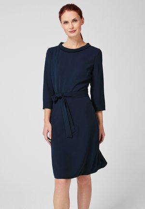MIT BINDEGÜRTEL - Day dress - dark blue
