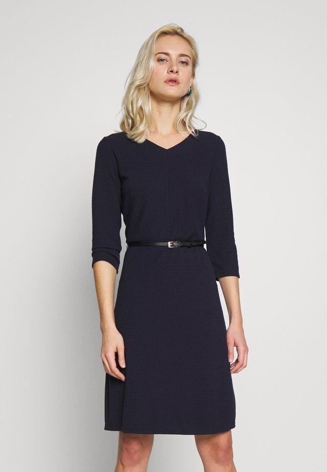 Stickad klänning - dark navy
