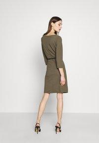 s.Oliver BLACK LABEL - Vestido de punto - dark olive - 2