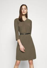 s.Oliver BLACK LABEL - Vestido de punto - dark olive - 0