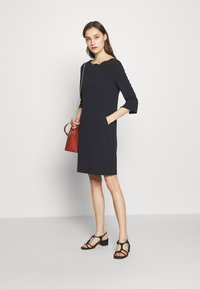 s.Oliver BLACK LABEL - Robe en jersey - dark navy - 1