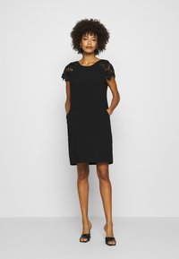 s.Oliver BLACK LABEL - Vestido de cóctel - true black - 0