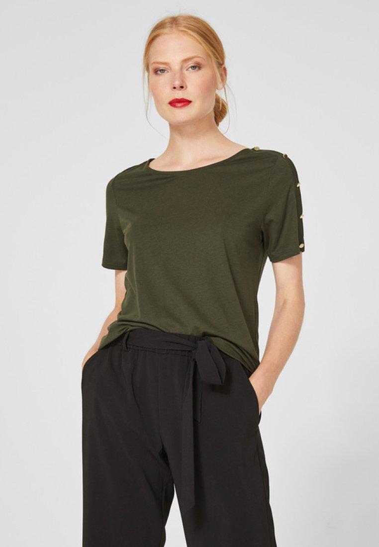 s.Oliver BLACK LABEL - MIT ZIERKNOPFLEISTE - T-Shirt print - palm green