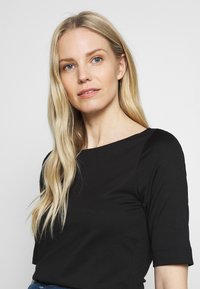 s.Oliver BLACK LABEL - Basic T-shirt - black - 2
