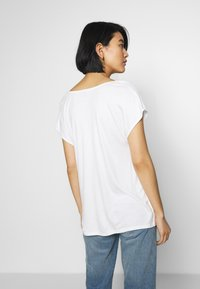 s.Oliver BLACK LABEL - T-SHIRT - T-shirt basique - soft white - 2