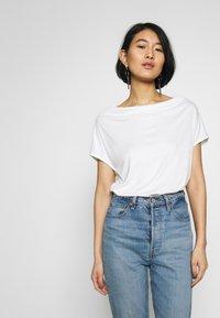 s.Oliver BLACK LABEL - T-SHIRT - T-shirt basique - soft white - 0