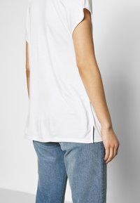 s.Oliver BLACK LABEL - T-SHIRT - T-shirt basique - soft white - 5