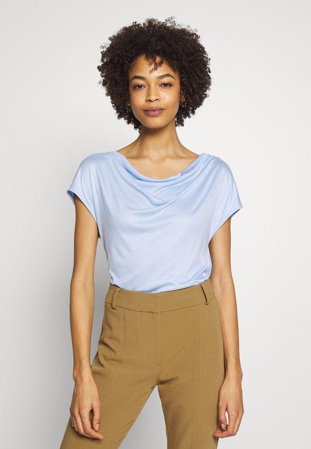 T-SHIRT - T-shirts basic - celestial