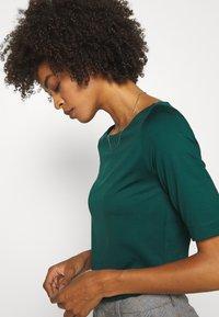 s.Oliver BLACK LABEL - T-shirts - laguna green - 4