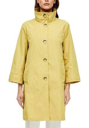 MANTEL IN SEIDENMATTER OPTIK - Short coat - yellow