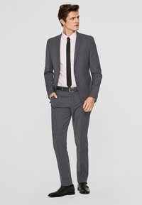 s.Oliver BLACK LABEL - Pantalon de costume - anthracite - 1