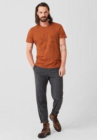 s.Oliver BLACK LABEL - T-Shirt print - copper brown - 1