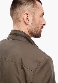 s.Oliver BLACK LABEL - MIT STEHKRAGEN - Short coat - brown - 4